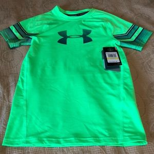 NWT fitted Under Armour tee size youth medium